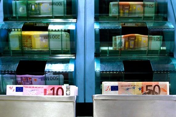 AVARN Security hoitaa suurta osaa raha-automaattien rahatäydennyksistä  sekä muiden itsepalveluautomaatien täydennystarpeista.